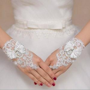 White Bridal Lace Rhinestones Gloves